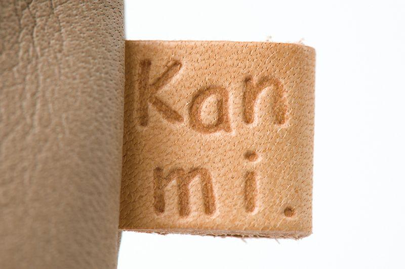 Kanmiの革タグ付き