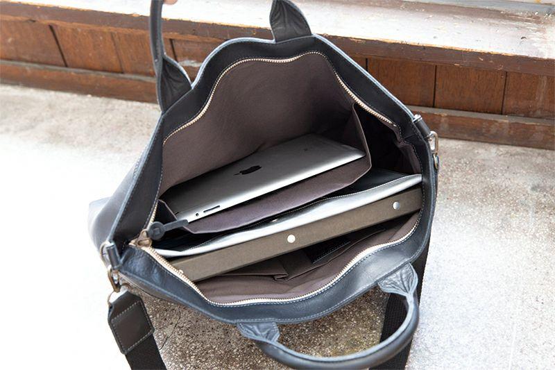 大きめの内ポケットにはタブレットなどもOK